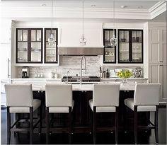 Mustavalkoista keittiötä