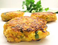 These couscous carrot patties taste wonderful with salad and yoghurt dip. They are also great as a veggie burger. Southern Thanksgiving Menu, Traditional Thanksgiving Menu, Vegan Thanksgiving, Shellfish Recipes, Seafood Recipes, Beef Recipes, Empanadas, Yummy Appetizers, Appetizer Recipes