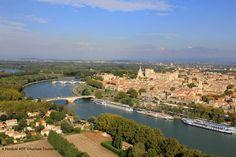 #Avignon vue du ciel - http://www.provenceguide.com/avignon-14-1.html #Provence #Vaucluse