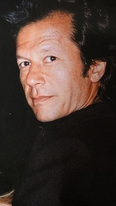 The real Lion of Pakistan ~ IMran khan Imran Khan Pakistan, Imran Khan Pic, Imran Khan Cricketer, King Of Hearts, Celebrity Couples, Celebs, Poses, Prime Minister, Lion