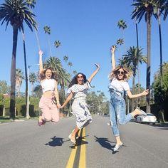 Parte 2: Segunda parada do dia foi na Rua Beverly Dr que fica localizado no coração de Beverly Hills! É uma parada obrigatória para invadir a pista enquanto os carros não passam e tirar fotinhos com as palmeiras famosinhas da Califórnia. #tudodoida