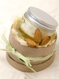 Beat that cold weather dryness: Make Your Own Glossy Lip Balm #DIY #beauty