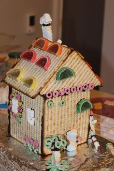 Passover Matzoh House - THAT is what I can use the other half of the giant matzoh box for!