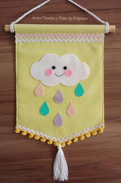 Nuvem de Feltro - Seleção de moldes de nuvens em feltro para confeccionar enfeites e lembrancinhas lindas! Faça você mesmo Baby Crafts, Felt Crafts, Fabric Crafts, Diy And Crafts, Felt Banner, Felt Mobile, Creation Deco, Baby Sewing Projects, Felt Decorations
