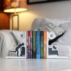 afd3ee68b75e4 37 melhores imagens de Harry Potter   Book holders, Creative design ...
