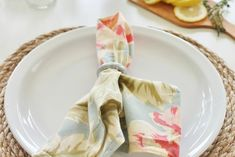 Dar um toque rústico a sua mesa pode ser uma ótima maneira de inovar usando os mesmo jogos de jantar. Veja esse projeto!