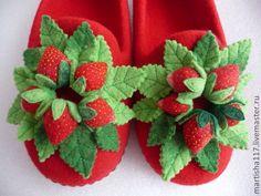 Купить валянные тапочки Клубничная полянка-3 - ярко-красный, лето, ягоды, клубника