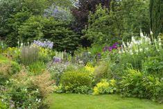 English Garden Ideas to Transform Your Backyard Into a Charming Oasis - Garden Decor Garden Shrubs, Shade Garden, Garden Beds, Garden Landscaping, Shade Landscaping, Herbs Garden, Country Landscaping, Garden Spaces, Landscaping Ideas