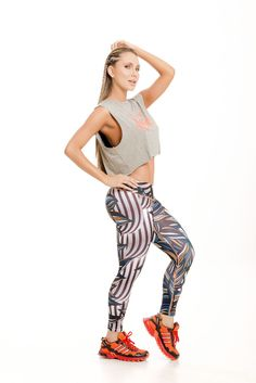 Check out these cool new leggings with a neutral leaf print. Made from extremely supportive material that gives a firming effect and makes the booty pop! The Brazilian version of SPANX!  Approximate inseam for sizing is 24″  One size fits most in a S-M range