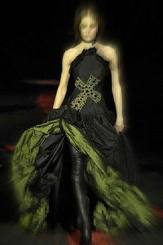 http://exshoesme.com/wp-content/uploads/2012/02/Alexander-McQueen-FW07-Gothic-Cross-Black-and-Green-Gown-on-Exshoesme.com_.jpg