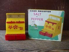 Cash Register Salt N Pepper Set Vintage Novelty Salt and | Etsy Vintage Paper, Etsy Vintage, Paper Plate Holders, Vintage Picnic, Flower Bowl, Cash Register, Glass Candy, Salt And Pepper Set, Salt Pepper Shakers