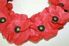 Cute and simple Remembrance Day craft Remembrance Day Activities, Remembrance Day Poppy, Tissue Paper Wreaths, Tissue Paper Flowers, Poppy Craft For Kids, Crafts For Kids, Wreath Crafts, Flower Crafts, Paper Plate Poppy Craft