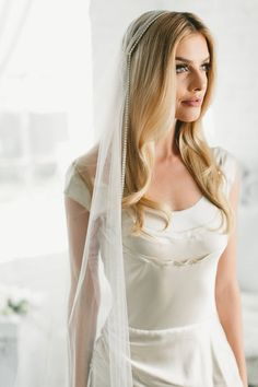 Wedding veils gold etsy ideas for 2019 Country Hairstyles, Juliet Cap Veil, Purple Wedding Centerpieces, Gatsby Headpiece, Veil Length, Vintage Veils, Gold Rhinestone, Modest Wedding Dresses, Marina Laswick