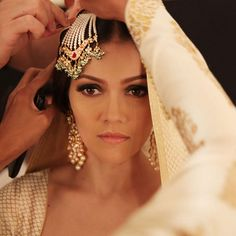 Aaina - Bridal Beauty and Style: Tricks of the Trade: MAC Cosmetics for Rohit Bal