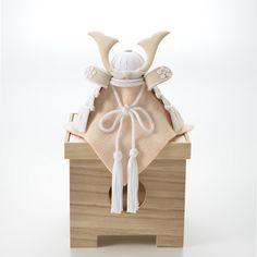 【クーナセレクトだけの特別特典付き】白のグラデーションが美しい、ちりめん細工の兜やこいのぼり。和室にも洋室にも飾りやすく、初節句のお祝いにぴったりです。節句飾り 白粋(HAKI)の商品詳細ページです。