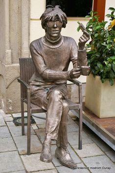 Kam zmizla táto socha? – Na krásnom modrom Dunaji Building Structure, Bratislava, Banksy, All Art, Fountain, Garden Sculpture, Opera, Street Art, Statue