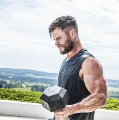 Chris Hemsworth Needs You To Do This Bodyweight Challenge Dark Kingdom, Chris Hemsworth Hair, High And Tight Haircut, Hemsworth Brothers, Look Man, Marvel Actors, Charlize Theron, Hair And Beard Styles, Picture Collection