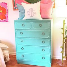 We've been busy in the paint studio again!! Another fabulous piece restored with @amyhowardhome lacquer spray!! The color is Belize Blue and we think its amazing! #tfssi #stsimons #seaisland #lacqueredfurniture #rescuerestoreredecorate #diy