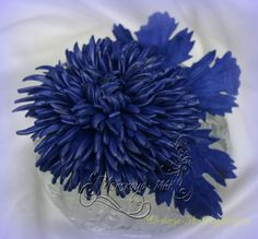 Цветы...из кожи, замши, фетра, меха... Thing 1, Leather Flowers, Flower Making, Leather Working, Fabric Flowers, Sculpture, Ornaments, Pattern, How To Make