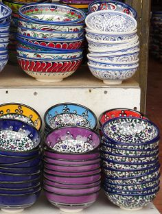 Turkish plates, wanted to pick some up in Istanbul, but didn't know how to safely bring them home! >>>I have another reason to visit Turkey now! Turkish Plates, Turkish Decor, Hippie Home Decor, Bohemian Decor, Ceramic Bowls, Ceramic Pottery, Boho Lifestyle, Istanbul, Plates And Bowls