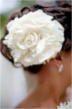 One day I will go to the Feria de Abril in Seville, Spain and sport a flower in my hair like this one.
