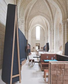 A medieval abbey's vaulted chapel became the Fontevraud L'Hotel's iBar, cleverly equipped with touch-screen tabletops. Interior Design awarded Jouin Manku the Best in 10 for the hospitality project's exceptional redesign. 📸: Nicolas Mathéus. #architecture #interior #design #interiordesign #hotel #france #restaurant #dining #hospitality