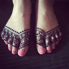 Photo taken by @mehndikajoeyhenna on Instagram, pinned via the InstaPin iOS App! (08/30/2014) Leg Henna, Henna Ink, Foot Henna, Henna Body Art, Mehndi Tattoo, Henna Mehndi, Henna Hands, Henna Mandala, Mandala Tattoo
