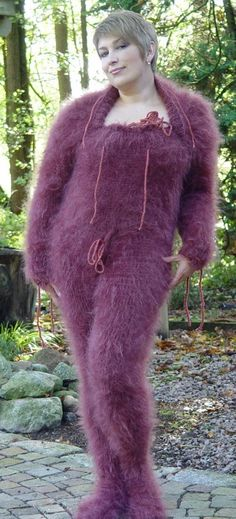 what the hell? dude she is posed like she thinks she is so sexy and sassy, but seriously, wtf! she looks like a purple grinch Gros Pull Mohair, Poorly Dressed, You Rub, Fashion Fail, Angora, Crazy People, Catsuit, Dumb And Dumber, Being Ugly