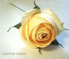 Свит-дизайн: сладкие английские розы из конфет и гофрированной бумаги
