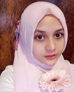 Beautiful Hijab, Beautiful Eyes, Beautiful Women, My Beauty, Beauty Girls, Innocent Girl, Hijab Niqab, Muslim Women, India Beauty