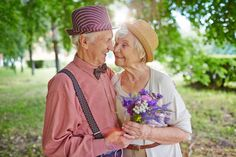 Science Says This Is How To Tell If Your Relationship Will Last Forever Cute Old Couples, Beaux Couples, Elderly Couples, Couples In Love, Grow Old With Me, Growing Old Together, Lasting Love, Aged To Perfection, Old Love