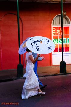 Bride and groom in New Orleans. #weddinginneworleans