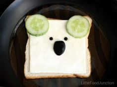 Zoo sandwiches - koala snack for the kiddies for Australia Day. Cheese, cucumber an olive and pepper corn. I dunno bout the pepper corn. What else could be a good substitute? Any ideas anyone? Toddler Meals, Kids Meals, Cute Food, Good Food, Funny Food, Australia Day, Food Humor, Cooking With Kids, Creative Food