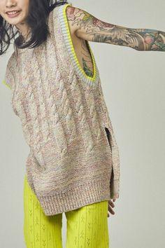 Knitwear Fashion, Knit Fashion, Mein Style, Summer Knitting, Vest Pattern, Knit Vest, Fashion 2020, Milan Fashion, Knit Crochet