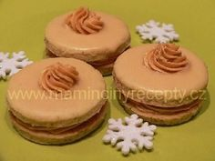 Karamelové dortíčky Christmas Sweets, Christmas Baking, Czech Recipes, Meringue Cookies, Holiday Cookies, Desert Recipes, Graham Crackers, Mini Cakes, Food Hacks