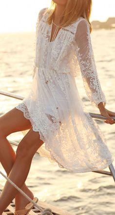 White beach dress in boho bohemian hippie gypsy style. Moda Hippie Chic, Boho Chic, Moda Boho, Dress Outfits, Cool Outfits, Summer Outfits, Beach Outfits, Dress Summer, Short Dresses