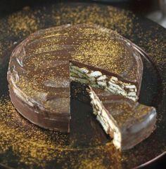 Acest tort de biscuiti fara coacere nu a fost tortul oficial de la nunta printului William cu ducesa Kate, insa a fost unul dintre deserturile cu care s-au delectat cei care au luat parte la fastuosul eveniment, tortul cu biscuiti … Continuă citirea →