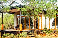 Chumbi bush house- Self Catering accommodation in Hluhluwe Secure online payment! Kwazulu Natal, Affordable Housing, Africa Travel, Country Life, Perfect Place, Pergola, Relax, Cottage, Outdoor Structures