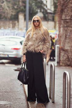 Lidia and her fur/wide legged trousers in Milan. werk.