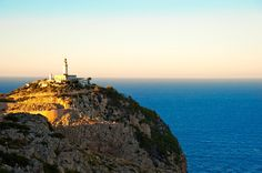 Formentor, en Mallorca, 1863 y actualmente funciona con con energía solar fotovoltaica.