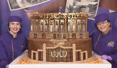 Buckingham Palace in chocolate made by Cadburys of Bournville to celebrate Queen Elizabeth 11 Birthday Queen 90th Birthday, Birthday Cake, Cadbury World, Cinderella Coach, Chocolate Fountains, Chocolate Heaven, A Day To Remember, How To Make Chocolate, Buckingham Palace