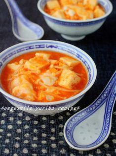 とろとろ豆腐とふわふわ卵のチリスープ|レシピブログ Dessert Recipes, Desserts, Japanese Food, Cheeseburger Chowder, Tofu, Macaroni And Cheese, Curry, Food And Drink, Tasty