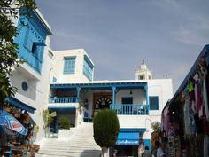 #magiaswiat #podróż #zwiedzanie #targoui #blog #afryka  #tunezja #sousse #sidibousaid #morze #srodmiejskie #statki #medina #suk #katakumby #niebieskiemiasto #monastyr #mauzoleum # fort #medina #port #elkantaoul #flamingi #tunis #kartagina #hergla #meczet Sidi Bou Said, Mansions, House Styles, Blog, Home Decor, Sousse, Decoration Home, Manor Houses, Room Decor