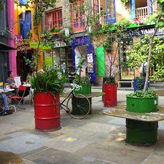 Oil Drum Planter http://www.bobvila.com/colander-planter/44352-10-inspired-diy-planters-to-dress-up-your-garden/slideshows?bv=ymal
