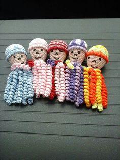 Deze inktvisjes zijn gemaakt door Willem Hoogland. Crochet Animals, Crochet Toys, Crochet Baby, Knit Crochet, Baby Patterns, Crochet Patterns, Preemie Octopus, Crochet Octopus, Cocoon
