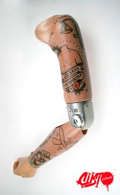 Amazingly awesome prosthetics by French company Custoprothetik.  Simon Colin (founder of Custoprothetik) partnered with graffiti artists and created the series above, of urban-inspired alternative arms and legs.  Found here.