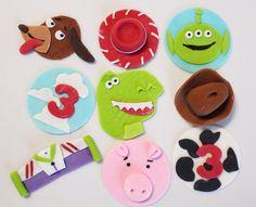 Vea nuestro portafolio completo en nuestro blog! Vea nuestra cobertura de la prensa, más fotos de nuestro trabajo que incluyen ideas, logos, toppers de cupcake y primeros de la torta de carácter. http://sugarandstripesco.wordpress.com/  Tenemos estilo y sustancia también! Síganos PINTEREST: http://pinterest.com/sugarstripesco/  Y obtener información. en secreto ventas y cupones siguiendo nuestra página de FACEBOOK: http://www.facebook.com/Suga...