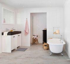Deze unieke Ariadne at Home badkamer is het resultaat van een creatieve samenwerking met het woonblad Ariadne at Home.