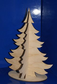Christmas Crafts To Make, Christmas Minis, Christmas Projects, Christmas Holidays, Pallet Wood Christmas Tree, Xmas Tree, Xmas Ornaments, Christmas Decorations, Kindergarten Art
