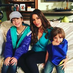 Modern Family Lily, Serie Modern Family, Sofia Vergara, Netflix Series, Series Movies, Aubrey Anderson, Long Time Ago, Cartoon Kids, Arrow